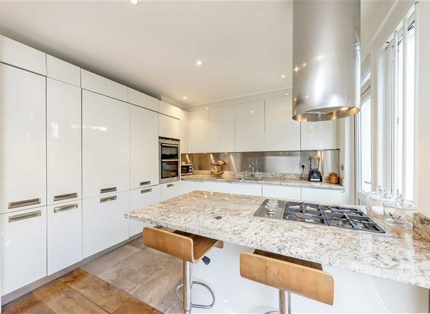 Properties to let in Caroline Place - W2 4AW view4