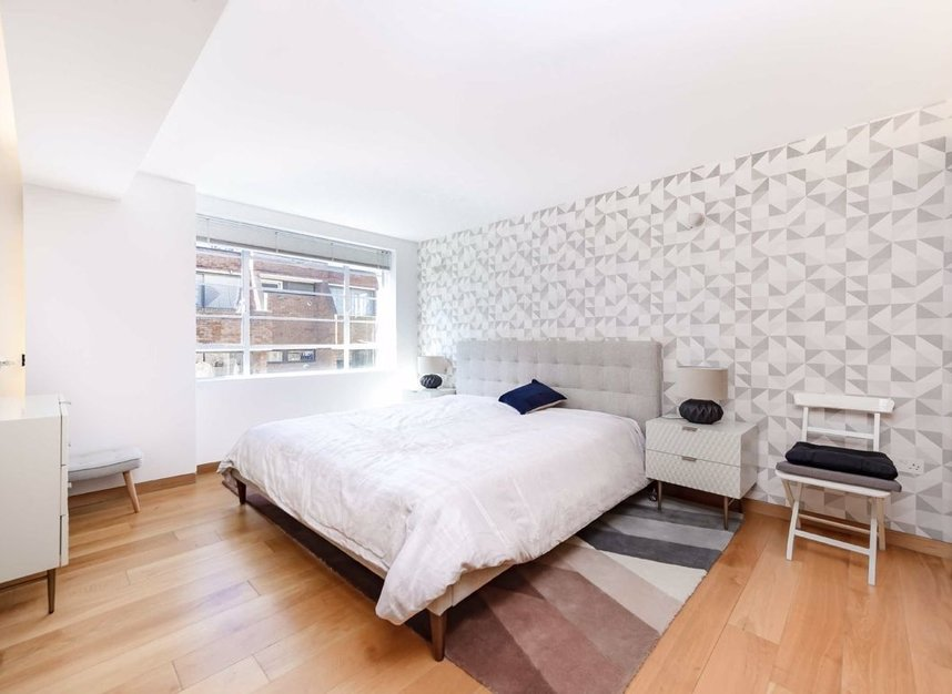 4 Bedrooms 3 Bathrooms short let house to rent in Cato Street - W1H 5JJ view2