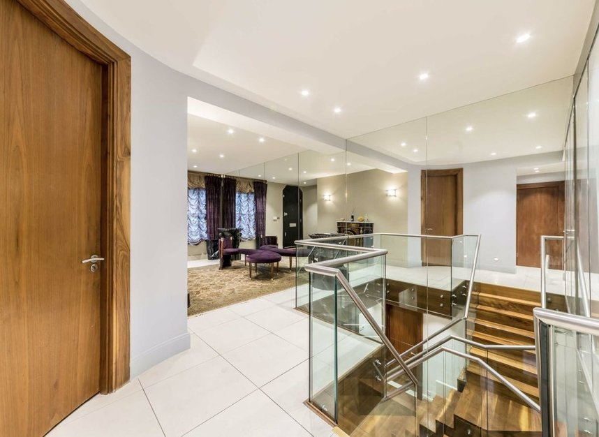 Properties to let in Cheyne Place - SW3 4HL view2