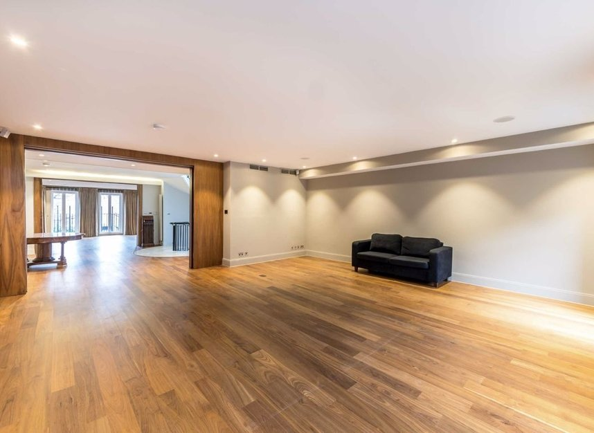 Properties to let in Cheyne Place - SW3 4HL view7