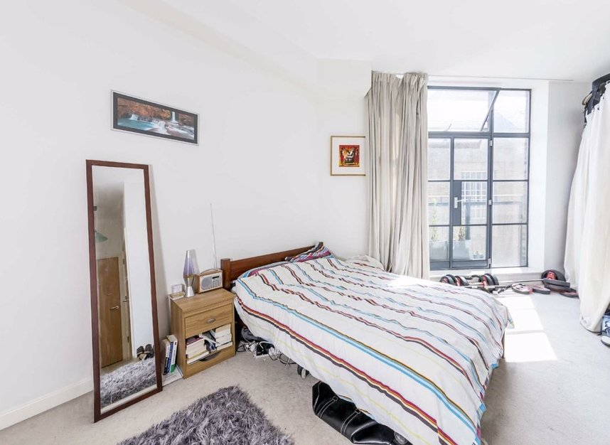 2 Bedrooms 2 Bathrooms short let flat to rent in Commercial Street - E1 6NQ view3