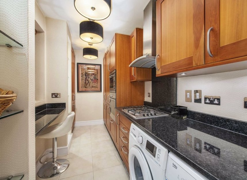 Properties to let in Curzon Street - W1J 7TA view6