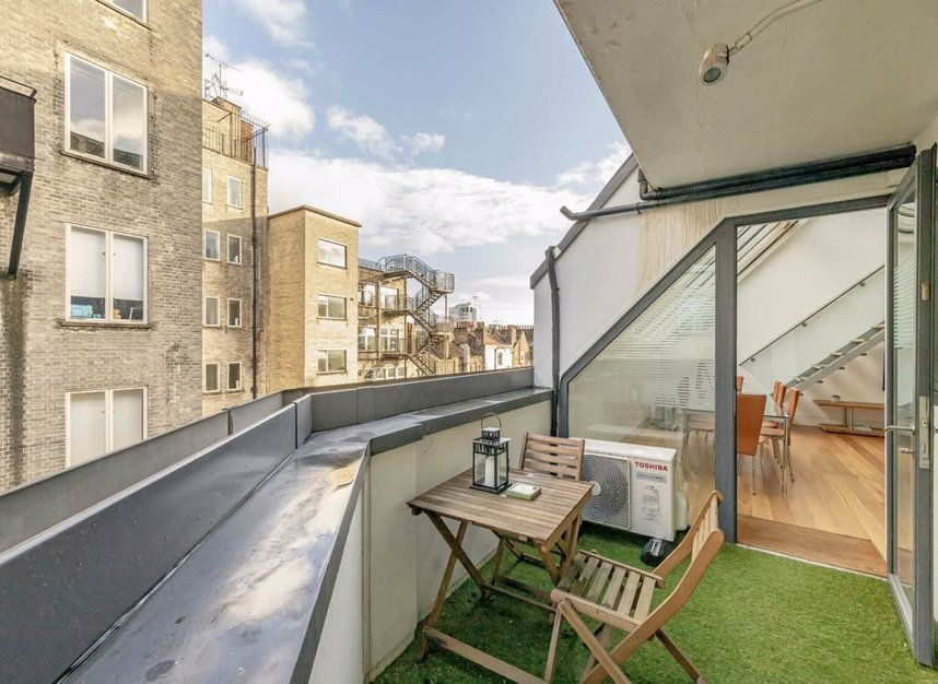 3 Bedrooms 3 Bathrooms short let flat to rent in Dean Street - W1D 3TN view17