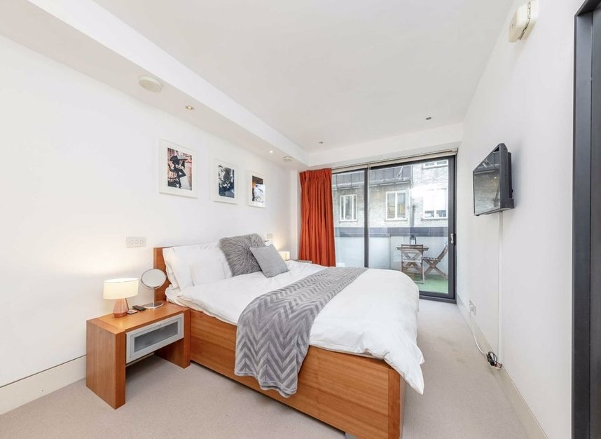 3 Bedrooms 3 Bathrooms short let flat to rent in Dean Street - W1D 3TN view8