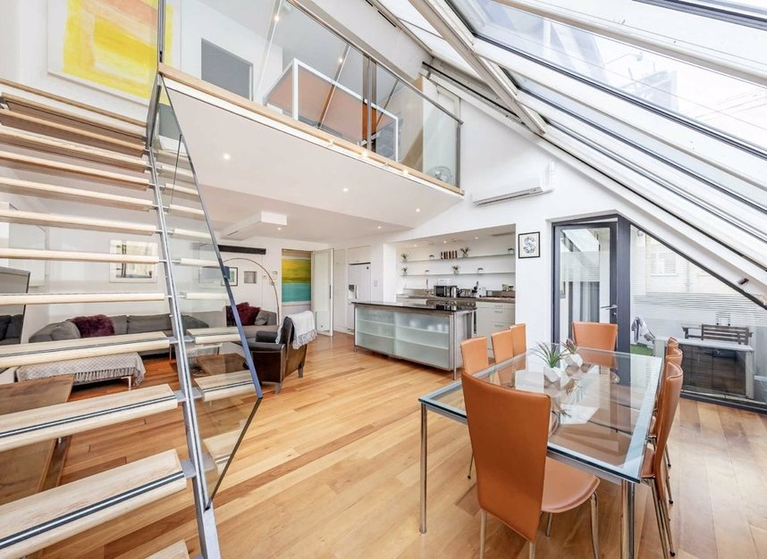 3 Bedrooms 3 Bathrooms short let flat to rent in Dean Street - W1D 3TN view7