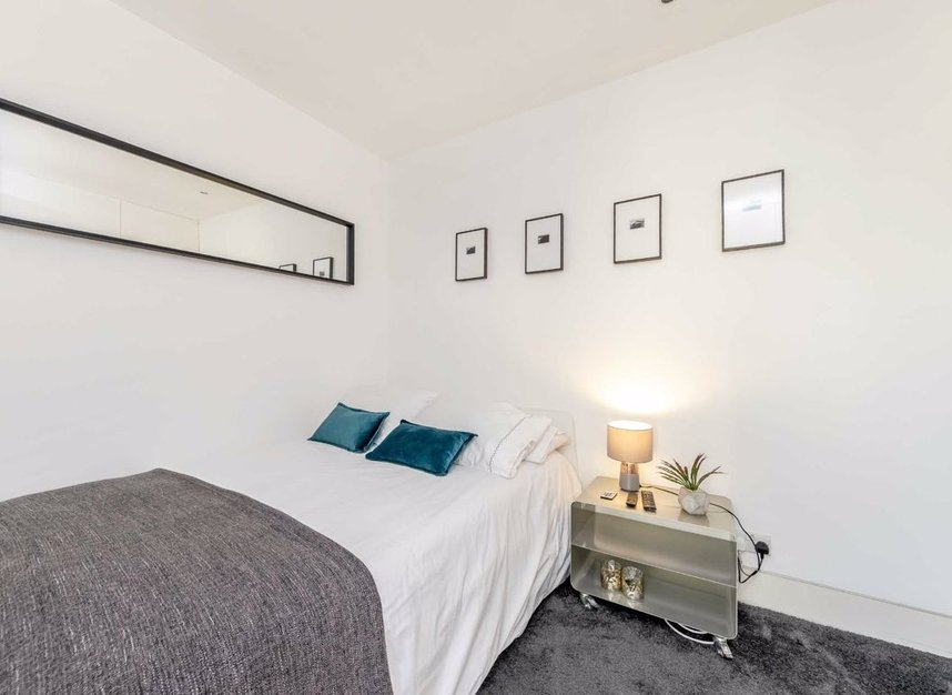 3 Bedrooms 3 Bathrooms short let flat to rent in Dean Street - W1D 3TN view14