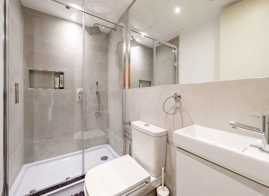 3 Bedrooms 3 Bathrooms short let flat to rent in Dean Street - W1D 3TN view10