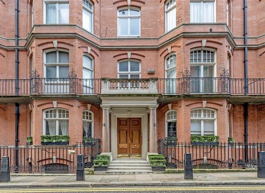 1 Bedrooms 1 Bathrooms short let flat to rent in Down Street - W1J 7AR view1
