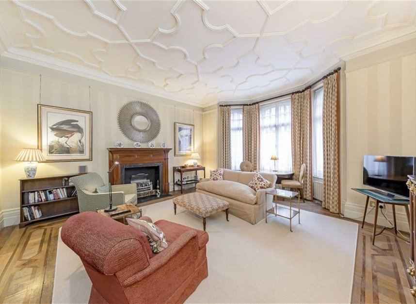 1 Bedrooms 1 Bathrooms short let flat to rent in Down Street - W1J 7AR view2