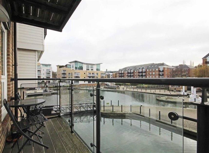 Flat To Rent In Durham Wharf Drive Brentford Tw8 Dexters