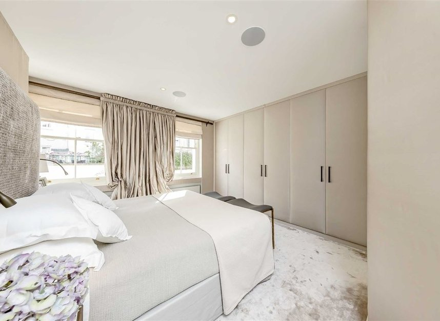 Properties to let in Eaton Mews South - SW1W 9HP view13
