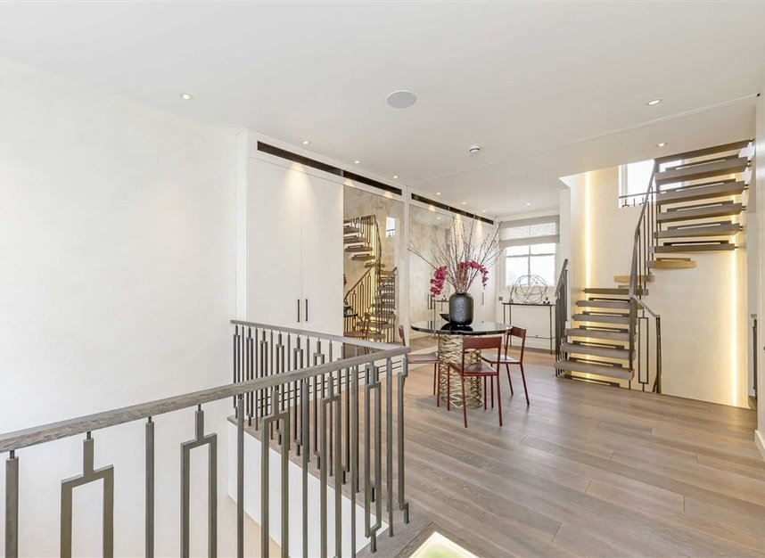 Properties to let in Eaton Mews South - SW1W 9HP view2