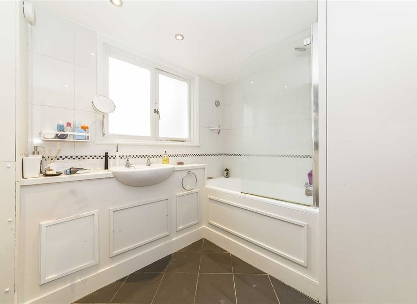 Properties to let in Elvaston Place - SW7 5QG view5