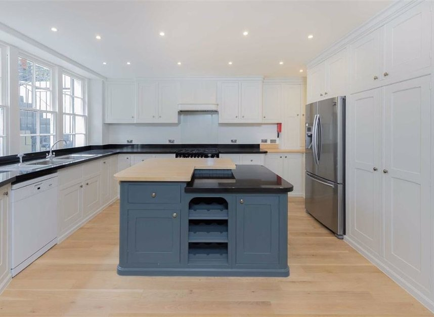 Properties to let in Ennismore Gardens - SW7 1NH view3