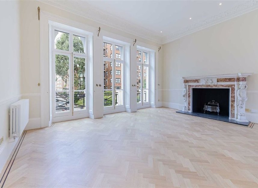Properties to let in Ennismore Gardens - SW7 1NH view1
