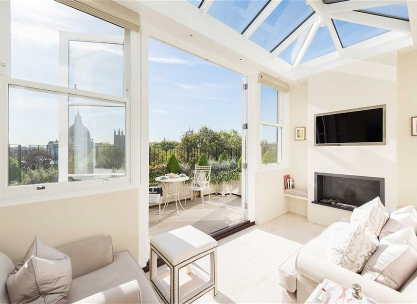 Properties to let in Ennismore Gardens - SW7 1AE view8