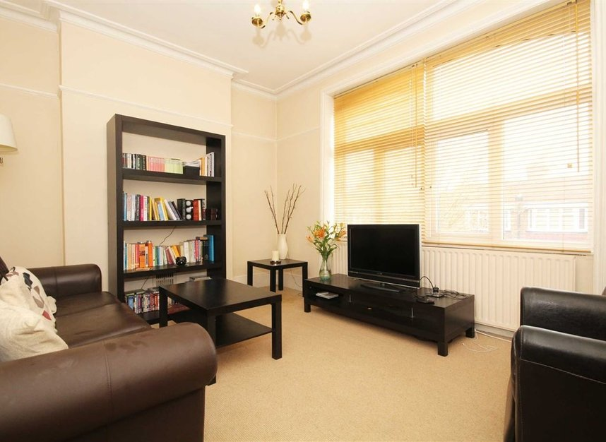 Properties to let in Fairlawn Avenue - W4 5EF view1