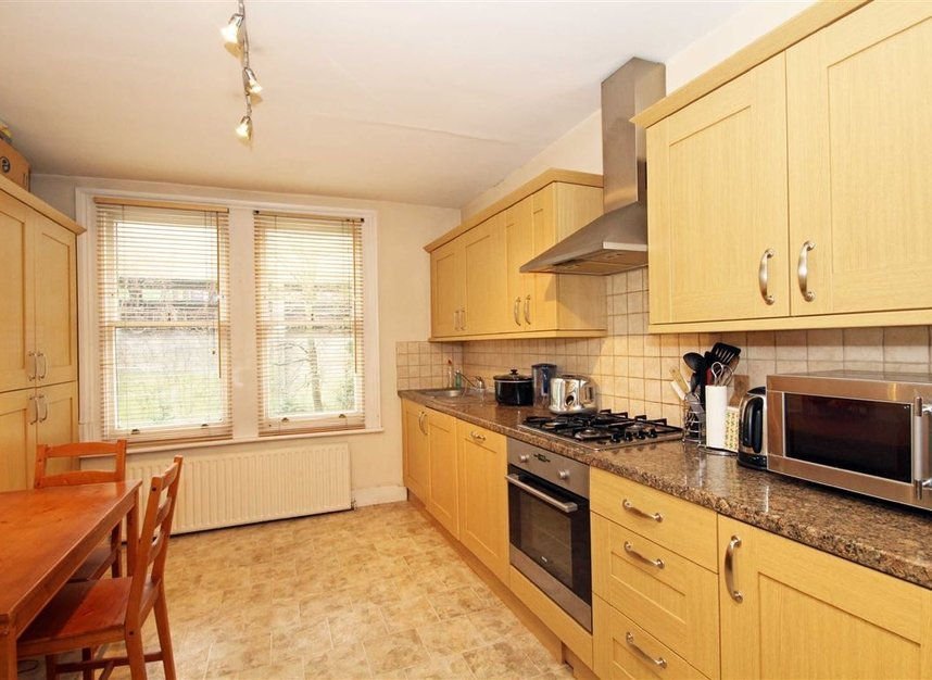 Properties to let in Fairlawn Avenue - W4 5EF view2