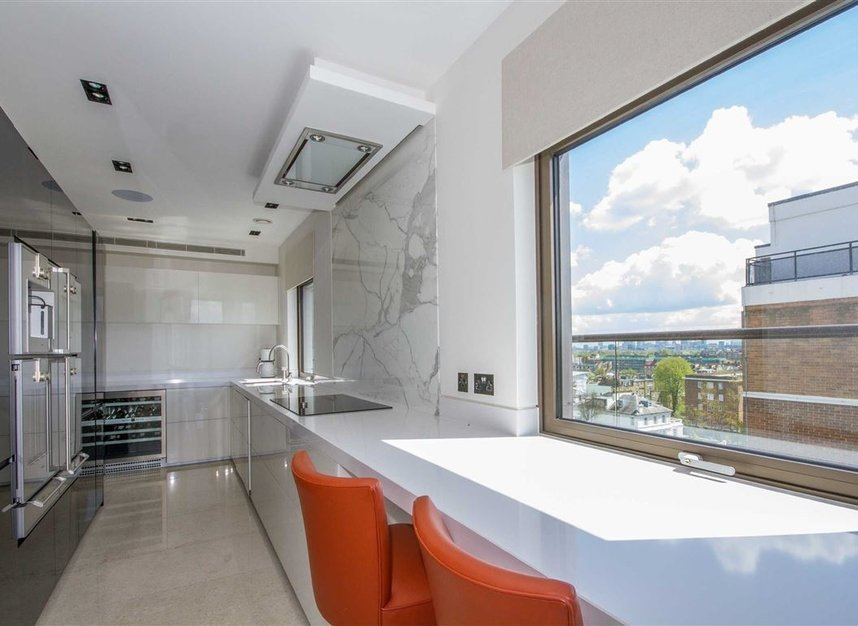 4 Bedrooms 4 Bathrooms short let flat to rent in Finchley Road - NW8 6DR view2