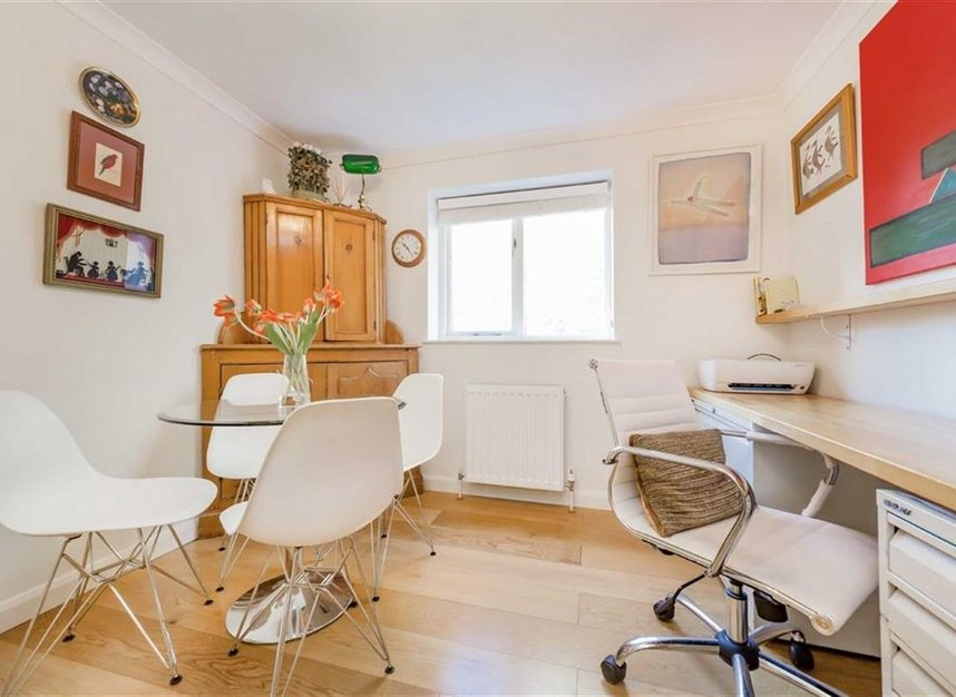 2 Bedrooms 2 Bathrooms short let flat to rent in Fitzjohns Avenue - NW3 5LS view8