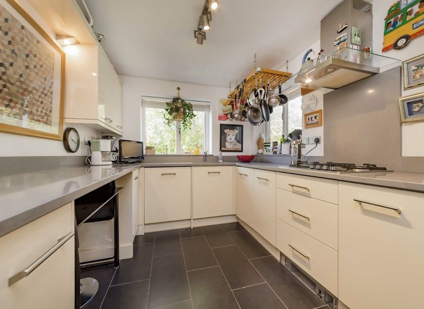 2 Bedrooms 2 Bathrooms short let flat to rent in Fitzjohns Avenue - NW3 5LS view5