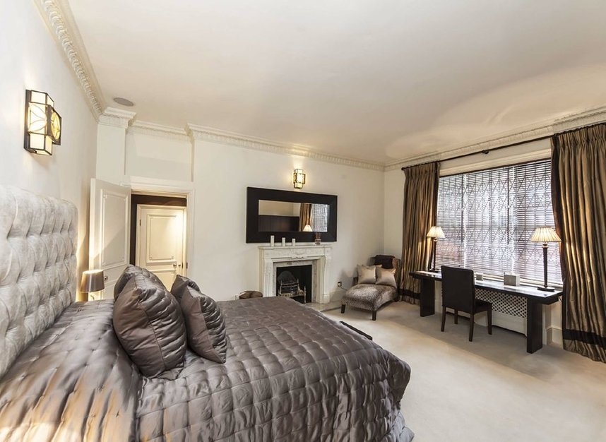 8 Bedrooms 8 Bathrooms short let house to rent in Frognal - NW3 6XY view5