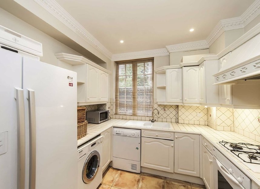 8 Bedrooms 8 Bathrooms short let house to rent in Frognal - NW3 6XY view3