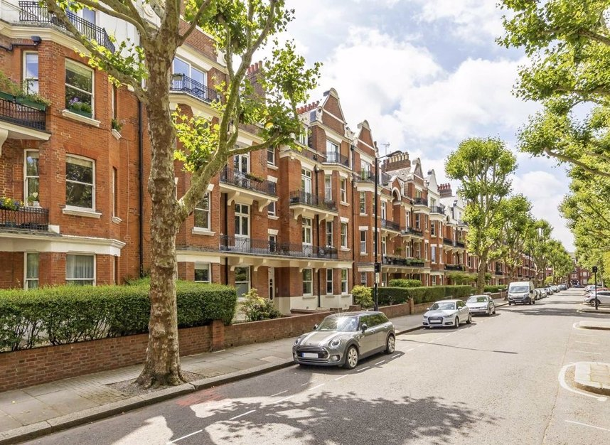3 Bedrooms 2 Bathrooms short let flat to rent in Grantully Road - W9 1LQ view1