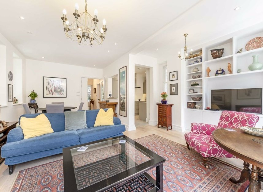 3 Bedrooms 2 Bathrooms short let flat to rent in Grantully Road - W9 1LQ view3