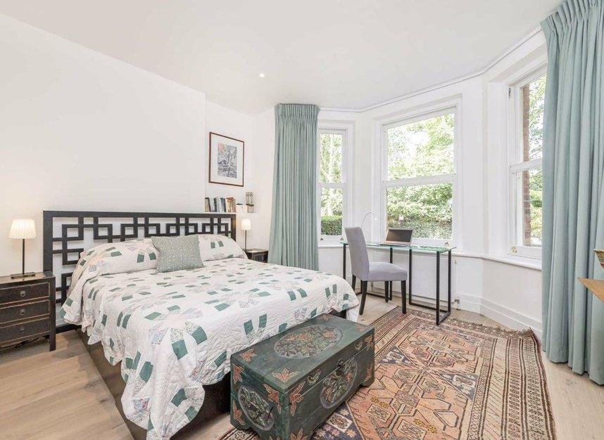 3 Bedrooms 2 Bathrooms short let flat to rent in Grantully Road - W9 1LQ view5