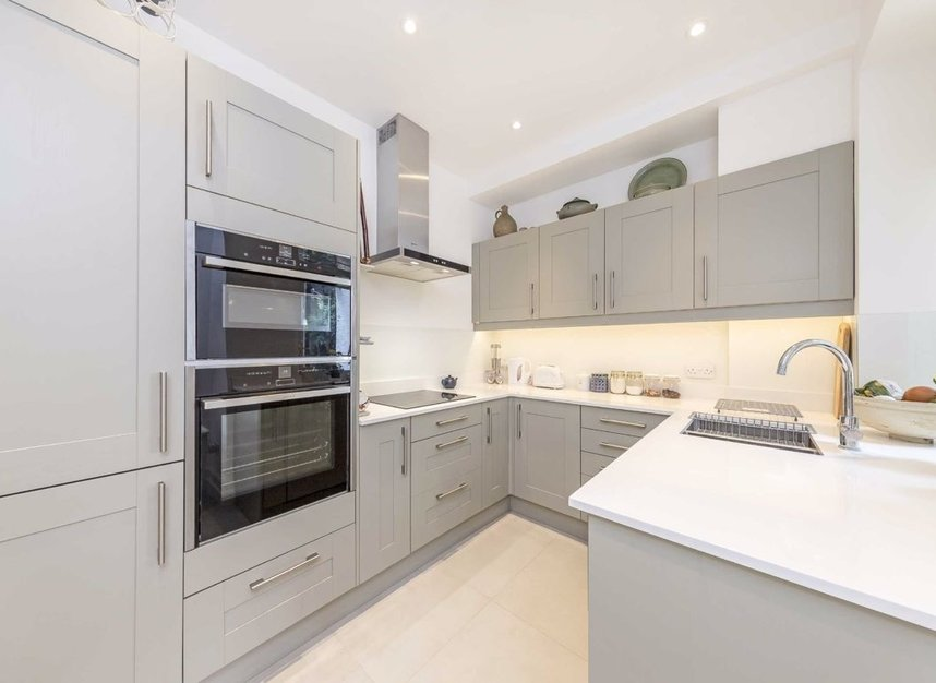 3 Bedrooms 2 Bathrooms short let flat to rent in Grantully Road - W9 1LQ view4