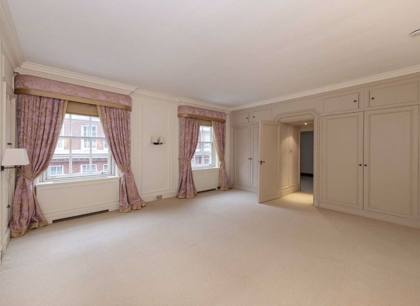 Properties to let in Grosvenor Square - W1K 3EP view5