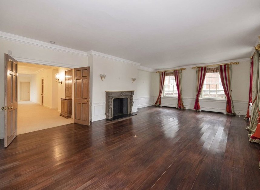 Properties to let in Grosvenor Square - W1K 3EP view2