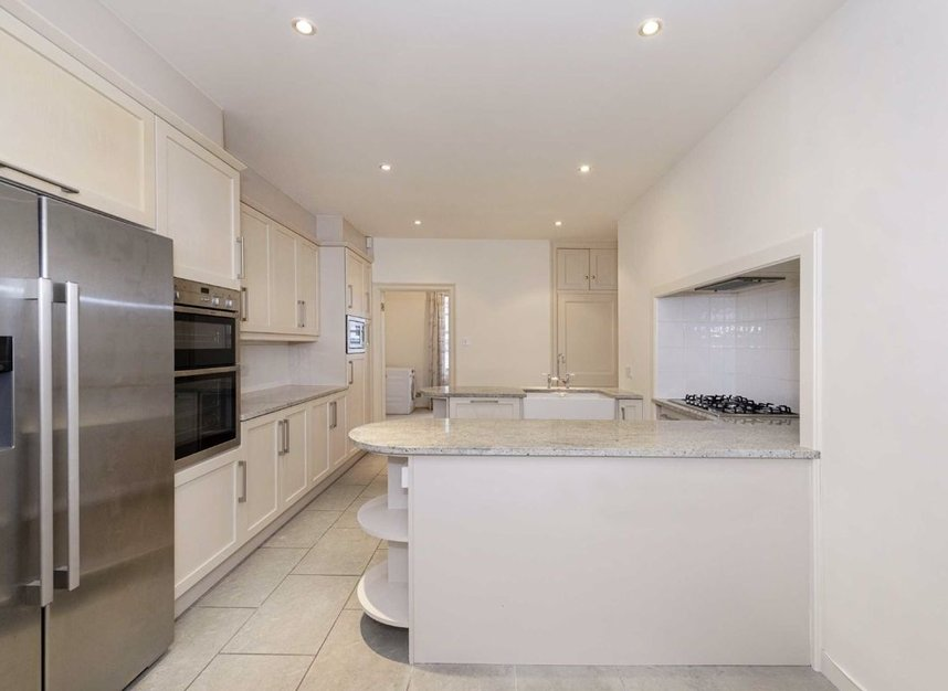 Properties to let in Grosvenor Square - W1K 3EP view3