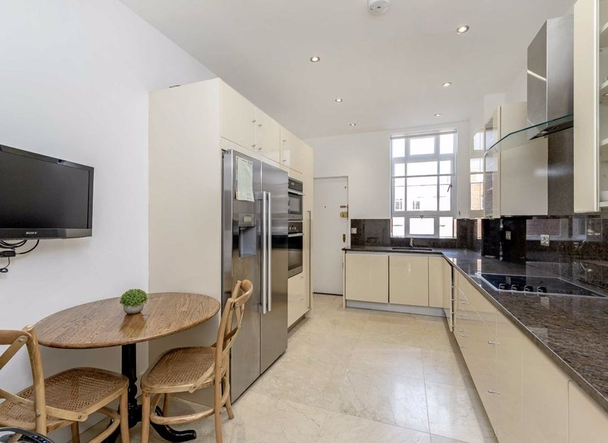 Properties let in Grosvenor Square - W1K 6LB view5
