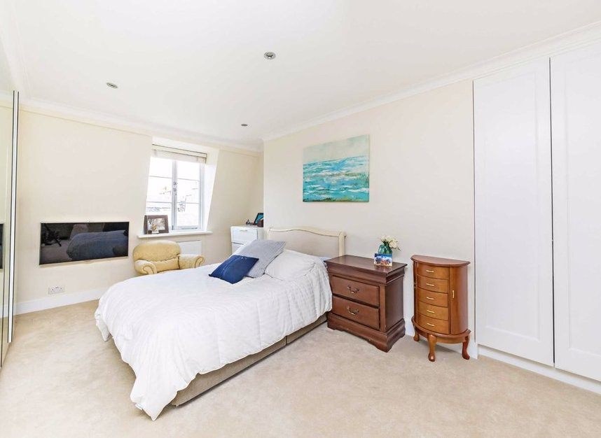 3 Bedrooms 2 Bathrooms short let flat to rent in Harley Street - W1G 7HQ view4