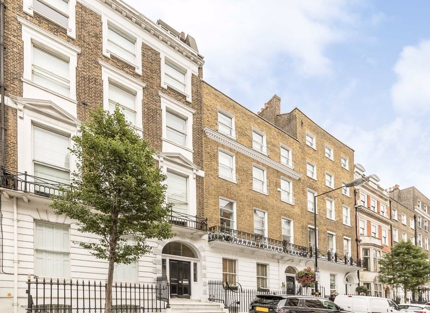3 Bedrooms 2 Bathrooms short let flat to rent in Harley Street - W1G 7HQ view1