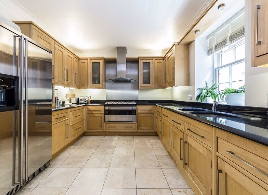 Properties to let in Hertford Street - W1J 7SW view3