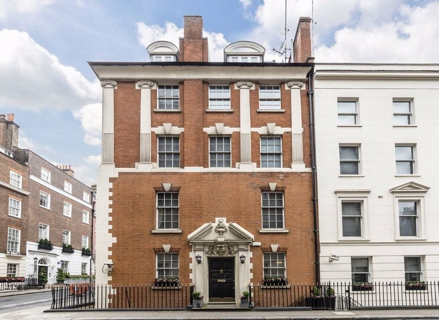 Properties to let in Hertford Street - W1J 7SW view1
