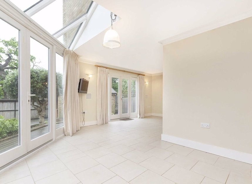 Properties to let in High Cedar Drive - SW20 0NU view4