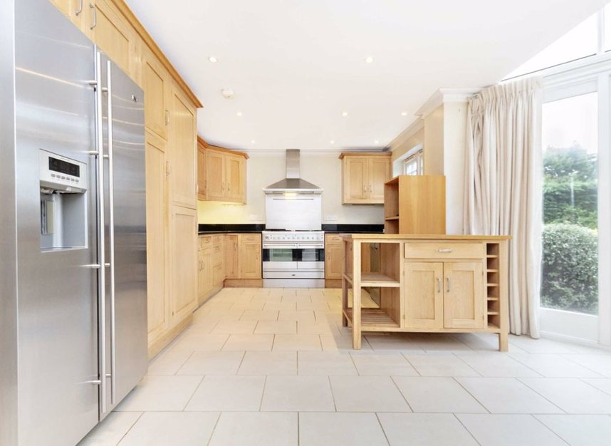Properties to let in High Cedar Drive - SW20 0NU view3