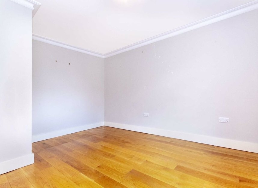 Properties to let in High Cedar Drive - SW20 0NU view11