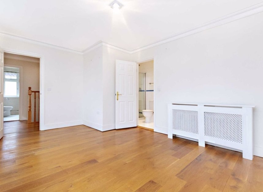 Properties to let in High Cedar Drive - SW20 0NU view9