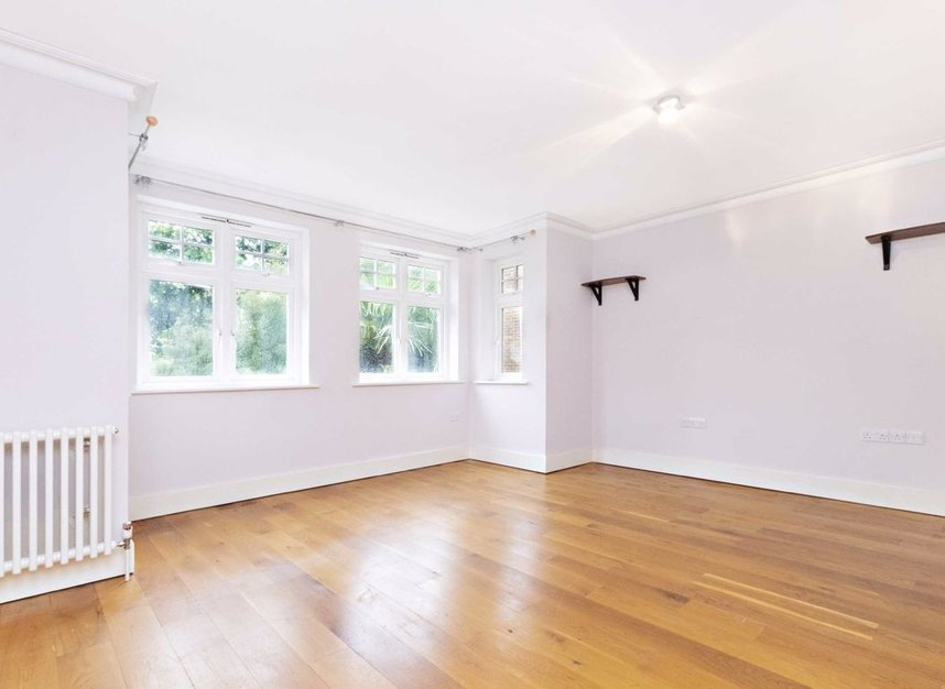 Properties to let in High Cedar Drive - SW20 0NU view6
