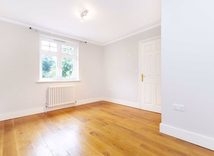 Properties to let in High Cedar Drive - SW20 0NU view12