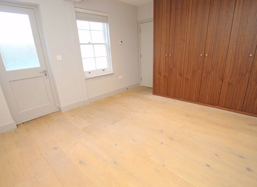 Properties to let in Hill Rise - TW10 6UA view5