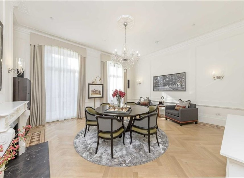 Properties to let in Hill Street - W1J 5NN view3