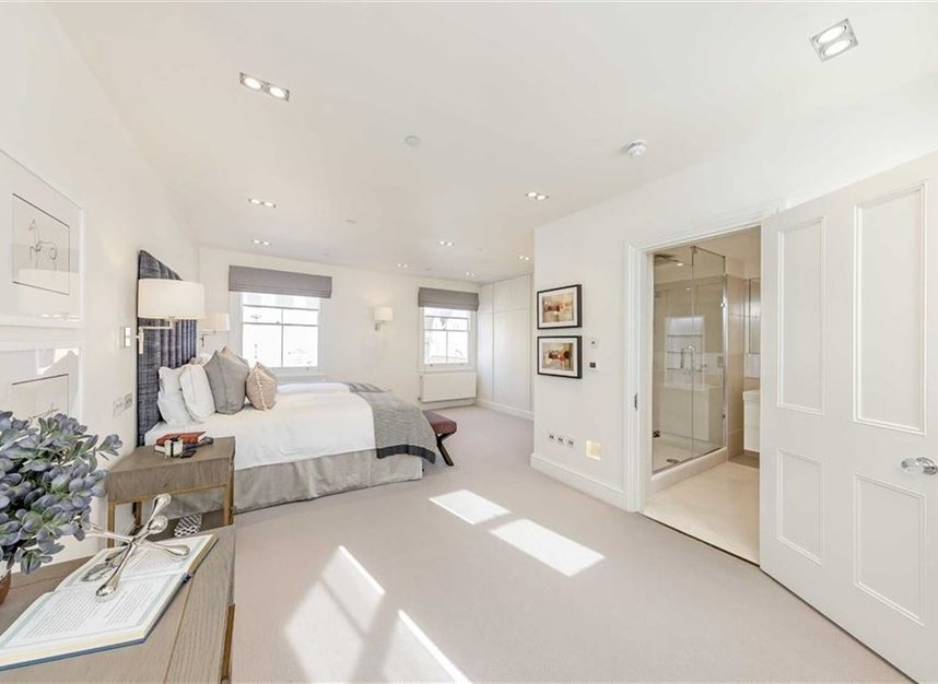 Properties to let in Hill Street - W1J 5NN view9