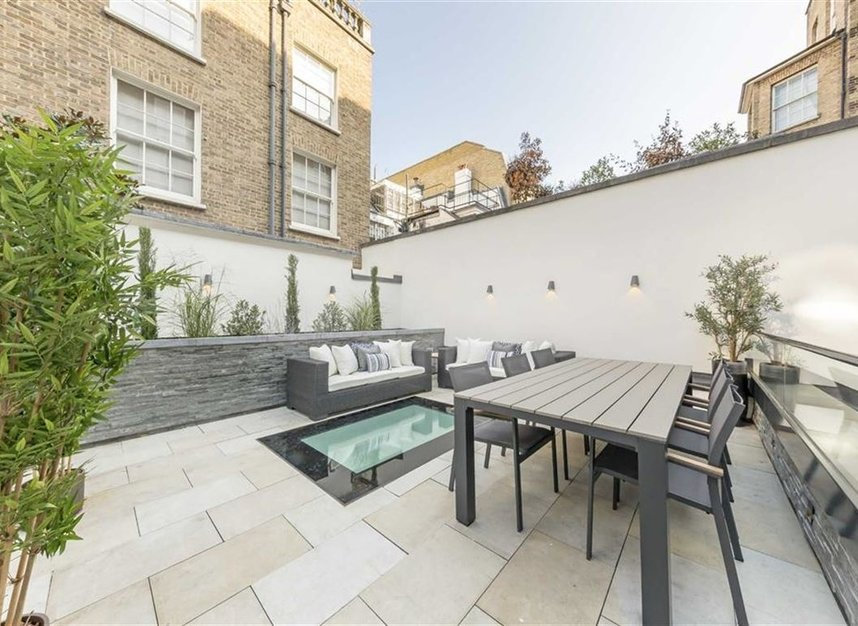 Properties to let in Hill Street - W1J 5NN view2