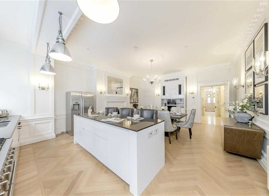 Properties to let in Hill Street - W1J 5NN view4